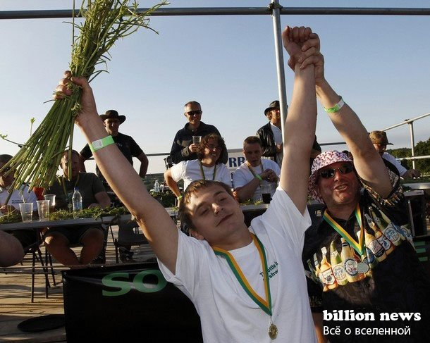 Чемпионат мира по поеданию крапивы (7 фото)
