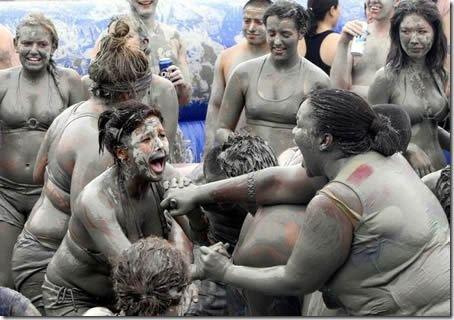 Самые необычные фестивали (часть 2) (9 фото и 1 видео)