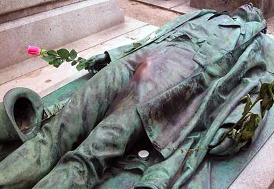 Памятники, которые исполняют желания (20 фото)