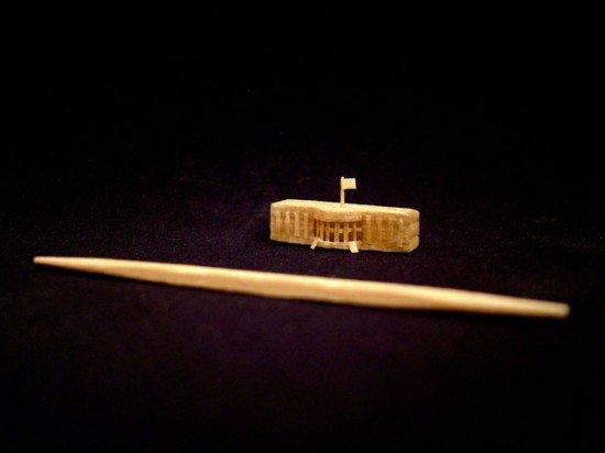 Миниатюры из зубочистки (7 фото)