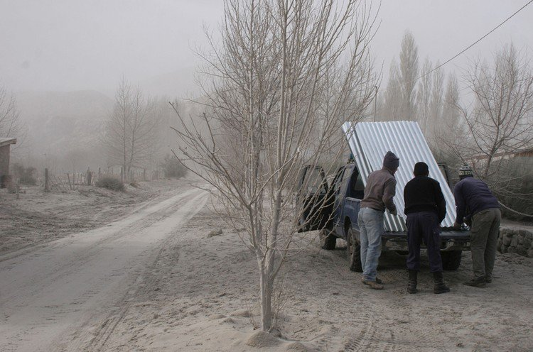 Аргентину накрыло пеплом (33 фото)