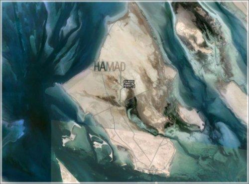 Имя на песке, которое видно из космоса  (2 фото)
