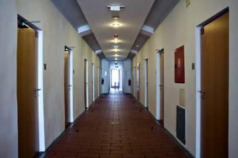 Заброшенные тюрьмы, получившие вторую жизнь (10 фото)