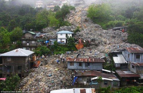 Лавина из мусора на Филиппинах (4 фото)
