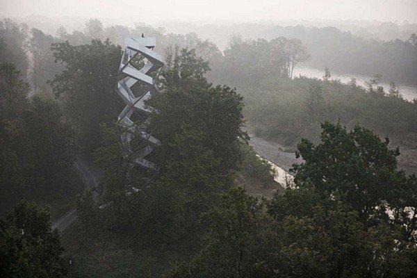 ТОП-10 самых необычных смотровых площадок в мире (11 фото)