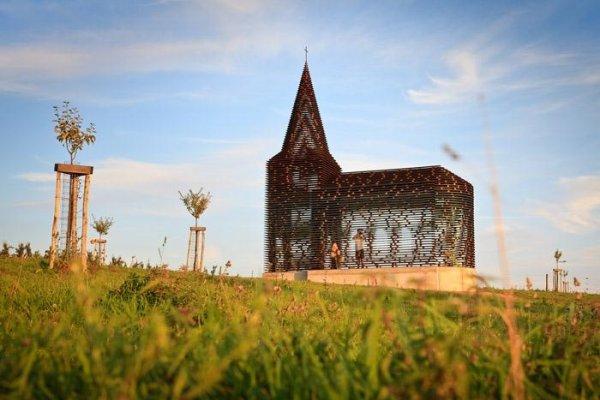 Самая необычная церковь в мире (4 фото)