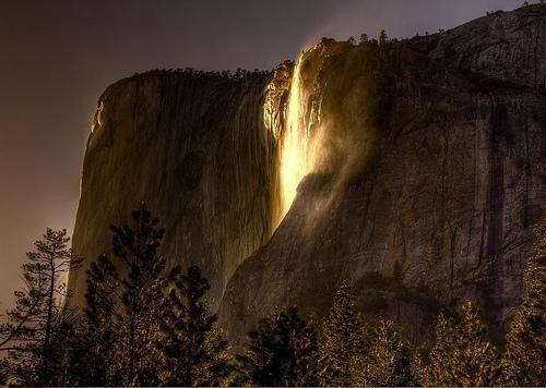 Огненный водопад (6 фото)