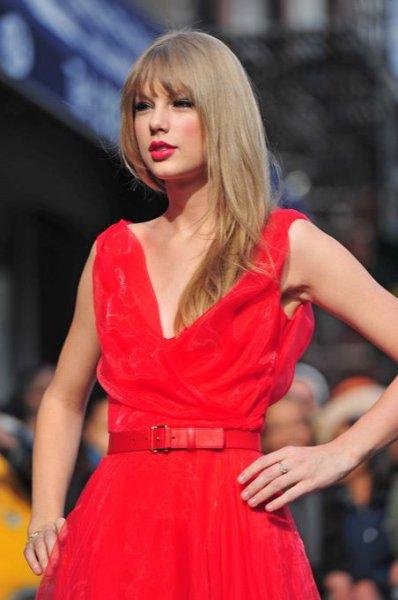 Десятка самых высокооплачиваемых звезд 2011 года (10 фото)