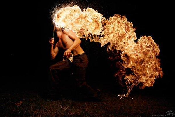 Игры с огнем от фотографа Tom Lacoste (18 фото)