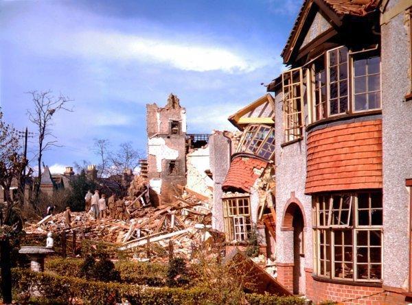 Цветные фото Лондона времен Второй мировой (14 фото)