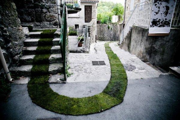 Зеленая дорожка в французской деревне (6 фото)