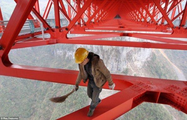 В Китае построили самый длинный подвесной мост в мире (5 фото)