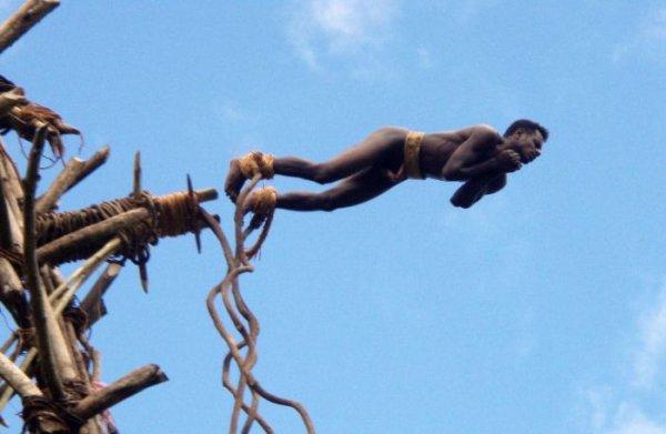 Древний банджи-джампинг (18 фото)