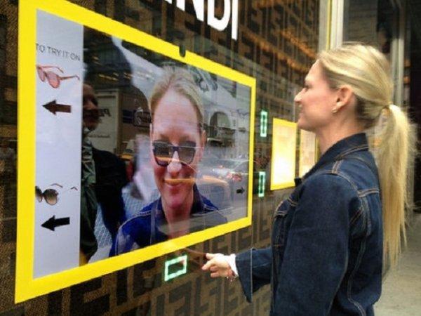 Теперь можно примерить очки, не заходя в магазин (4 фото)