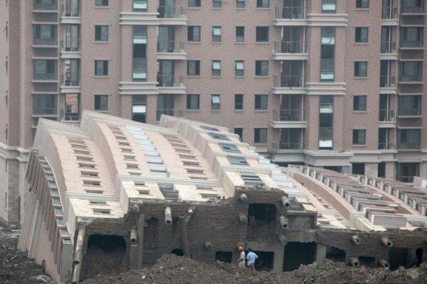 Упавшие дома в Китае (15 фото)