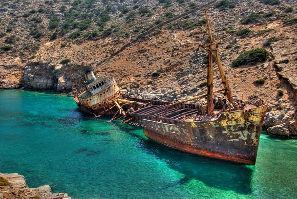 16 самых живописных в мире мест кораблекрушений (16 фото)