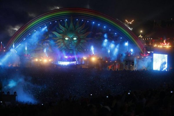 Потрясающее оформление сцен на музыкальном фестивале Tomorrowland (21 фото)