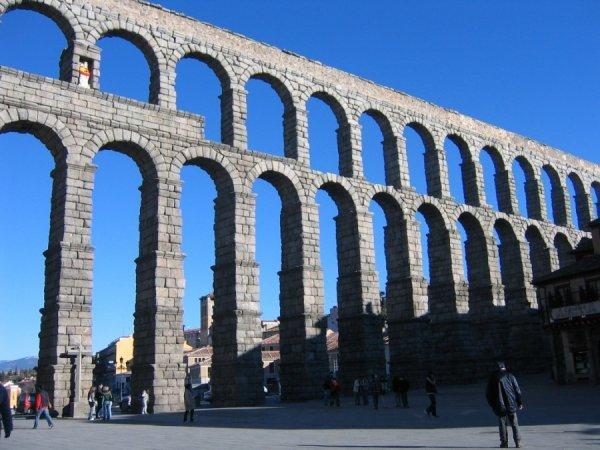 Самые удивительные аквидуки мира (15 фото)