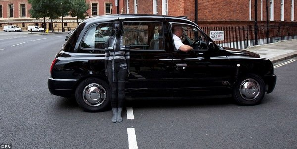 Невидимки на улицах Лондона (5 фото)