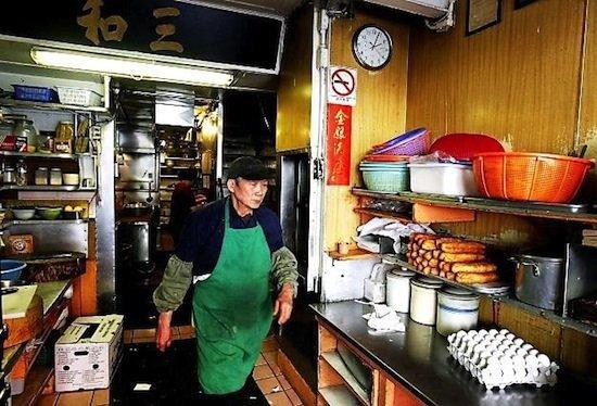 Самый грубый официант в мире (3 фото)