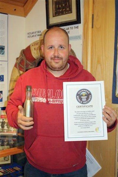 Шотландский рыбак нашел старейшее послание в бутылке