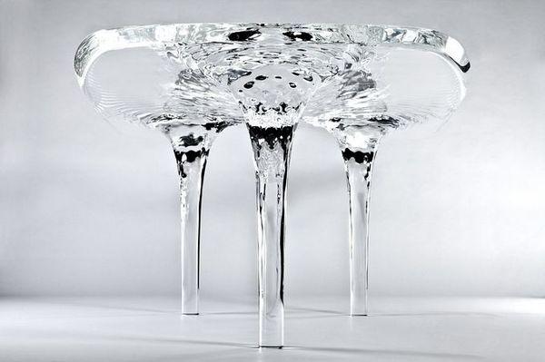 Стол так похожий на жидкость (6 фото)
