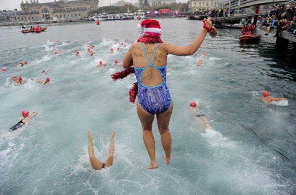 В Барселоне состоялся ежегодный рождественский заплыв Кубок Надаля