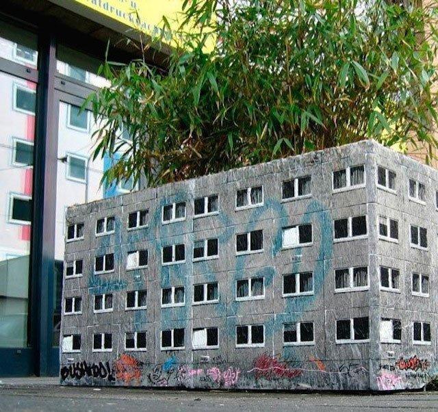 Стрит-арт немецкого художника Evol: дома-крохи в большом городе  (21 фото)