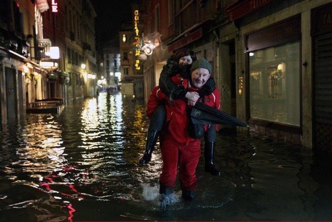 Сильнейшее наводнение со льдом в Венеции (7 фото)