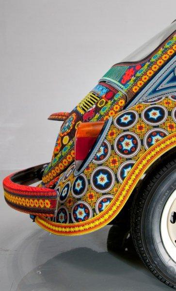 Автомобиль украшенный бисером (12 фото)