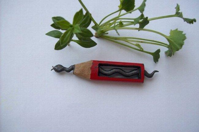 Резьба по грифелю карандаша (15 фото)