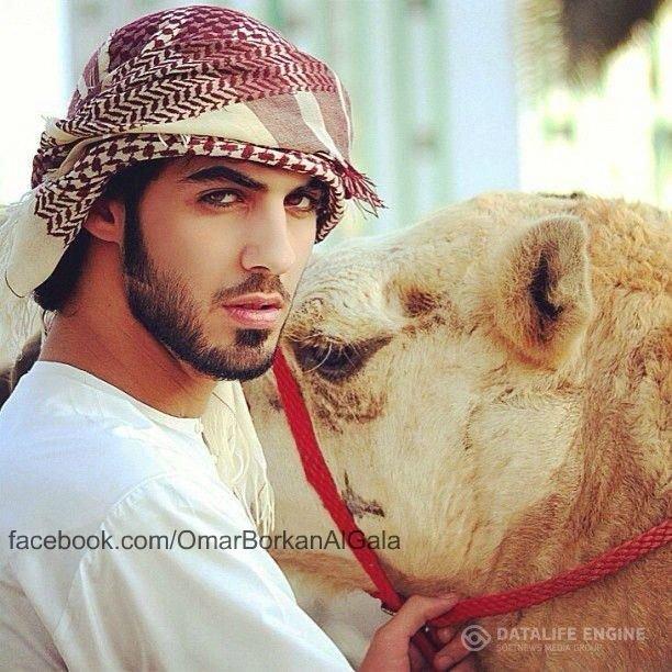 В Саудовской Аравии мужчин депортируют из-за их красоты