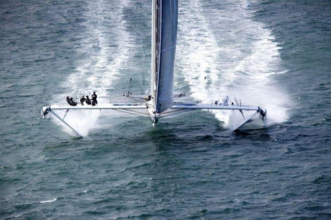 Hydropt&#232-re – скоростной парусник на подводных крыльях (10 фото + 1 видео)