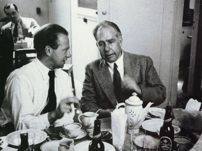 Пивоварня Carlsberg подарила Нильсу Бору дом с трубой, по которой доставлялось пиво — бесплатно до конца жизни