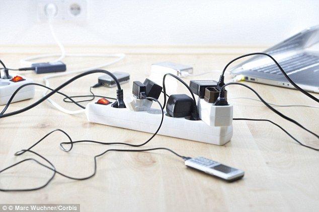 Создано зарядное устройство, которое заряжает любой телефон за несколько секунд (5 фото)