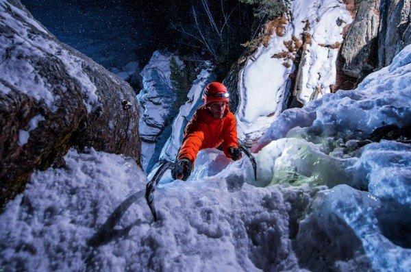 Замерзший водопад в Италии (6 фото)
