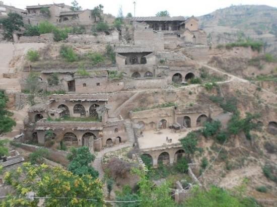 30 000 000 китайцев живут в пещерах (2 фото)
