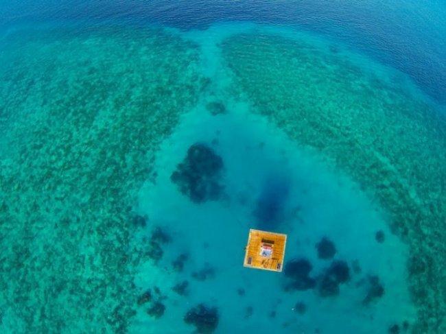 Плавающий мини-отель Manta Resort (11 фото)