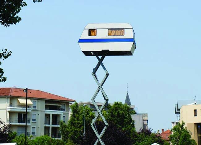 Дом на колесах, поднимающийся в небо (5 фото)
