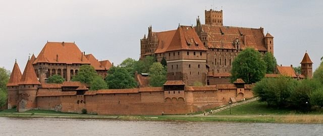 Самый большой замок в мире по версии Google Maps (9 фото)
