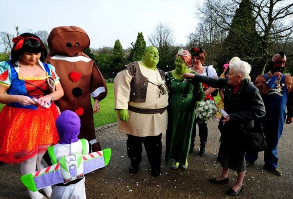Сказочная свадьба Шрека и Фионы во плоти (9 фото)