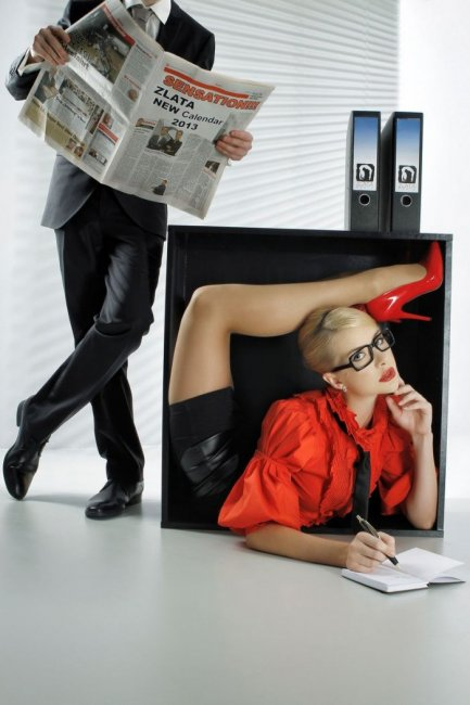 Календарь самой гибкой девушки в мире (12 фото)