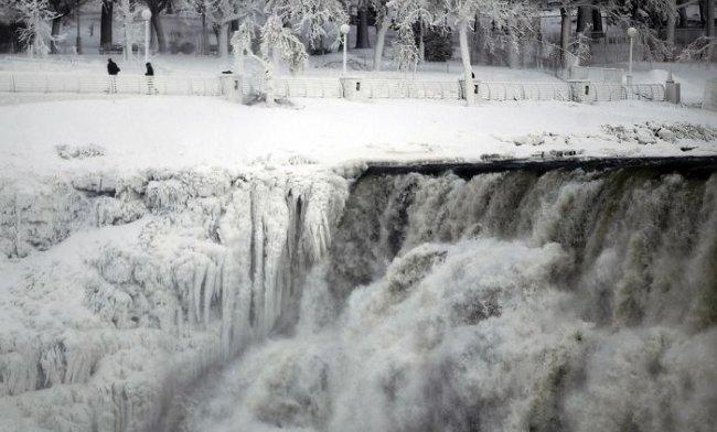 Невероятные фотографии замерзшего Ниагарского водопада (5 фото)