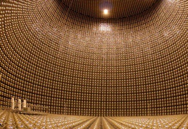 Уникальный де тектор нейтринов, расположенный на глубине в 1 километр (22 фото)
