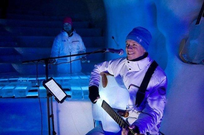 В Швеции создали оркестр с музыкальными инструментами изо льда (11 фото)
