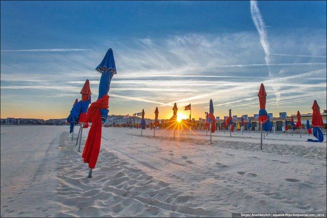 Любимый пляж мировой кинобогемы (17 фото)