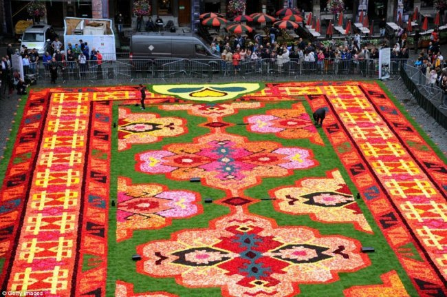 Цветочный турецкий ковер в Брюсселе