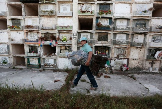 Арендованные могилы в Гватемале (14 фото)