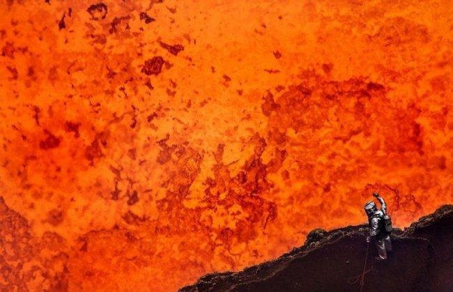 Сэм Коссман и Джордж Куруни спустились в кратер активного вулкана (видео)