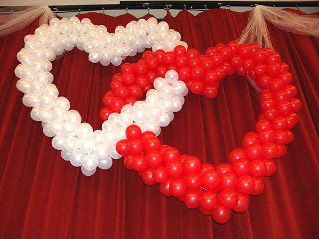 Большое сердце из шаров на свадьбу